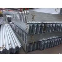 波形镀锌护栏厂家  喷塑镀锌立柱  防阻块 喷塑护栏板